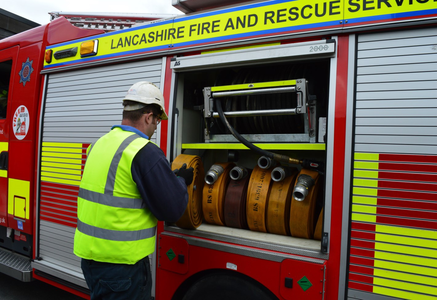 Re-stowing of hoses